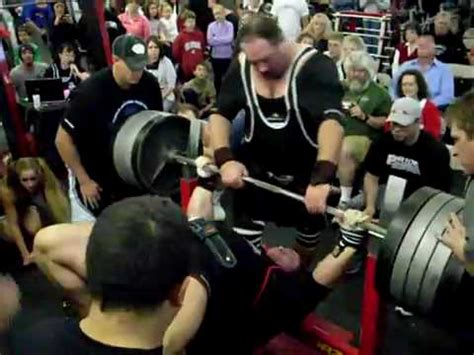 Ryan Kennelly bench press world record 1075lbs - YouTube