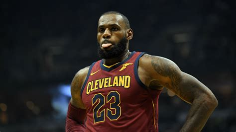 LeBron James says decision to stay on the bench was