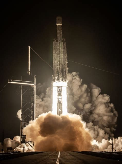 PHOTO GALLERY: SpaceX Falcon Heavy Lights Up Florida's