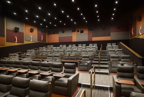 Showcase Superlux - Movie theater complete with in-seat