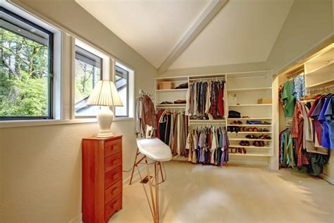 How to convert a spare bedroom into a walk-in closet