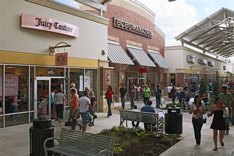 About Houston Premium Outlets® - A Shopping Center in