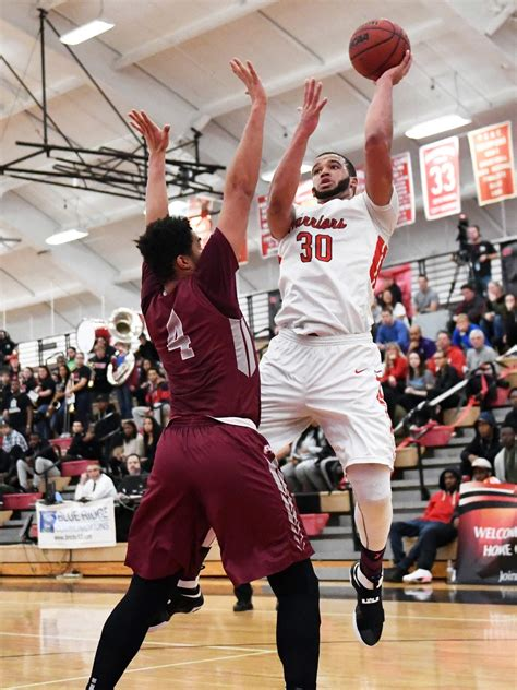 ESU's Moore signs contract with Greek basketball team