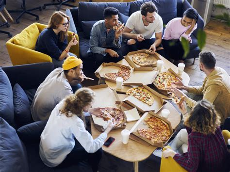 Free pizza as a team-building tactic: 5 times it works