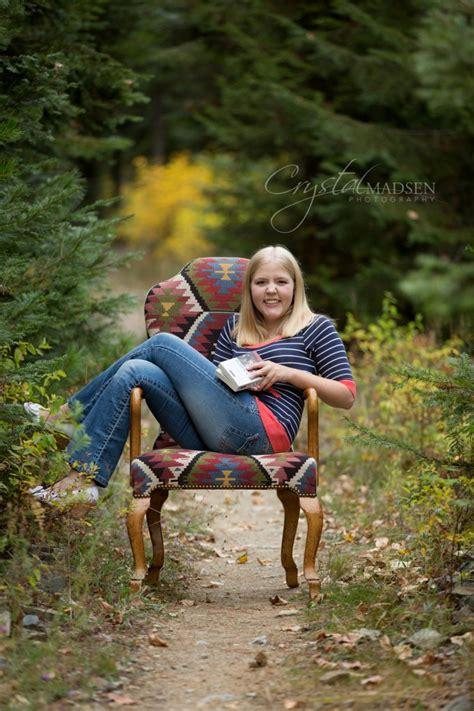 A Nature-Perfect Senior Photo Session - Crystal Madsen